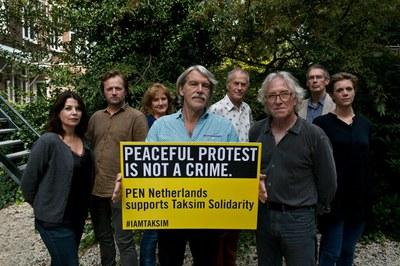 Solidair met de vreedzame protestbijeenkomsten op het Taximplein, Istanboel (2015)